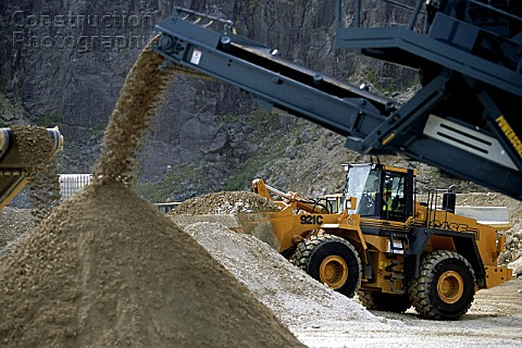 Case 921C wheeled loader on a quarry site