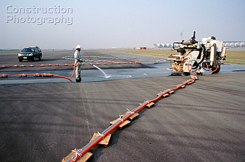 Runway grooving for skid resistance on the new international Suvarnabhumi Bangkok Airport