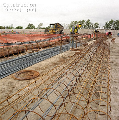 Fabricating steel reinforcement cages for concrete piles