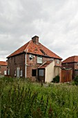 Derelict houses to be demolished