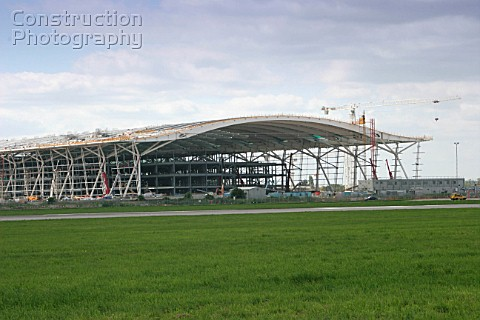 Construction of the new Terminal 5 Heathrow Airport London May 2005 Architect Richard Rogers