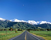 Road with Southern Alps / Seaward Kaikoura Mountain Ranges, Kaikoura, New Zealand.
