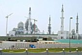 New mosque in Abu Dhabi under construction