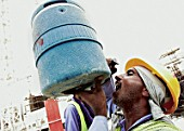 Working drinking water at construcion site. Palm Jumeirah, Atlantis Project, Dubai, United Arab Emirates, July 24, 2006.