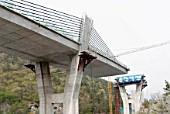 Concrete highway bridge at Pyungyuk in South Korea with extra -dosed prestressed concrete box girder deck