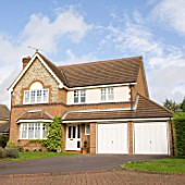 Detached house with double garage