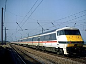 A DVT InterCity 225 in British Rail InterCity livery heads south along the East Coast Main Line powered by a class 91 locomotive at the rear.