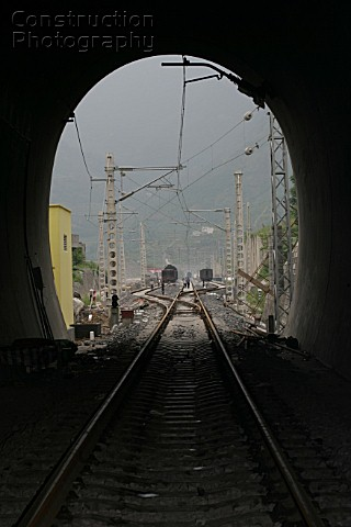 Building Chinas new railway between Chongqing and Huaihua Aspects of the new railway between Wulong