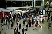 Rush hour commuters on the concourse at Londons Liverpool Street station. C 1993